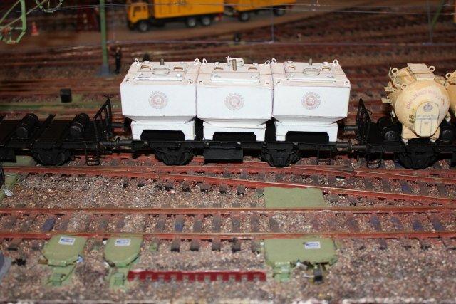 Güterwagen bei der MOB Hp2661