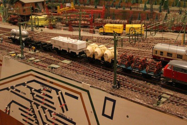 Güterwagen bei der MOB Hp2662